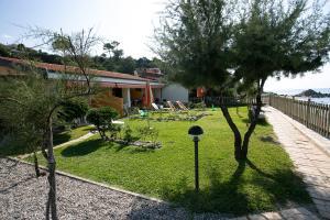 casa con giardino capovaticano